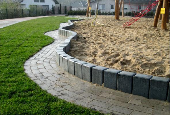 Rechteckpalisaden für Sandkastenumrandung aus Recycling Kunststoff