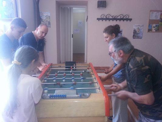 bay-foot toute génération dans la salle de réception