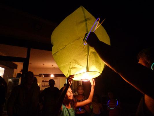 Laché de lanternes volantes