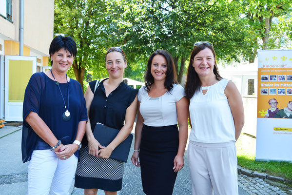 Ines Obex-Mischitz, Bernadette Mayr (Leiterin der Öffentlichkeitsarbeit des AMS Kärnten), Claudia Untermoser und Cornelia Blaas (Geschäftsführerinnen Kindernest gGmbH)