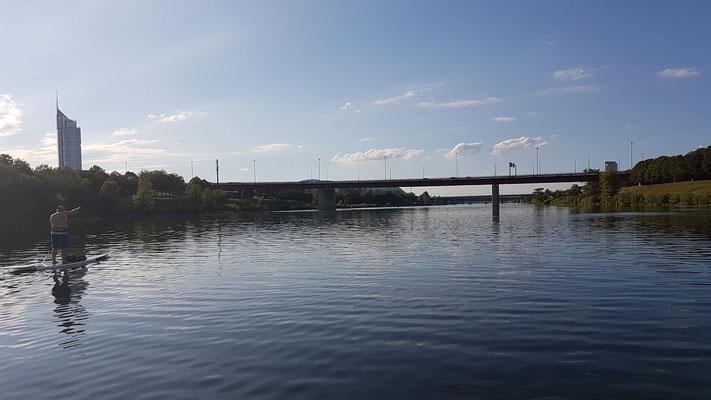 Brücken, Brücken, und immer der gerade, manchmal ganz leicht gekrümmte Blick nach vorne