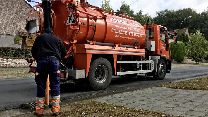 Curage des égouts en Brabant Wallon dans la commune de Braine l'Alleud