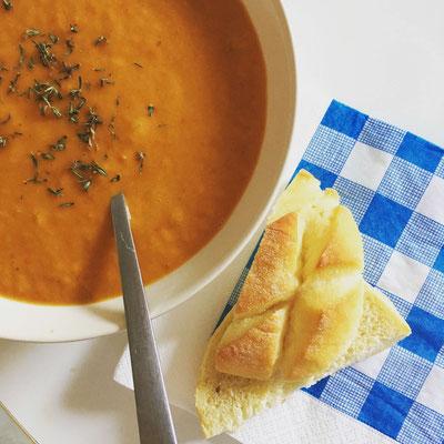 Paprika-Suppe mit Gemüse vom Markt