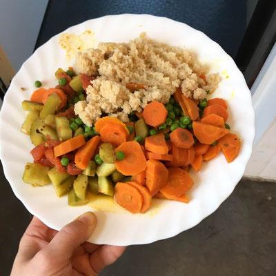 Kombinieren und kurz erwärmen: das Rezept für ein Mittagessen bei der Arbeit