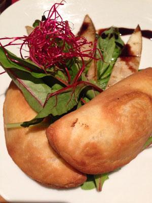 Das Zest: Birne mit leckeren Empanadas und Spinat. Ich erinnere leider keine Details mehr.