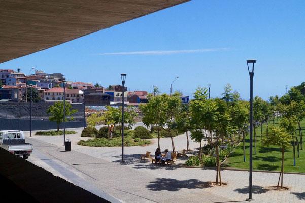 Blick vom Gebäude auf den Parque Cultural.