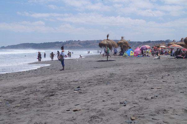 Concón: Steinig und vulkanischer Sand für Surf-Fans