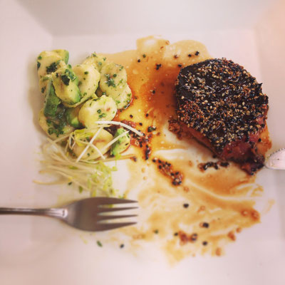 Punta Arenas: Thuna-Steak mit Avocado-Bananen