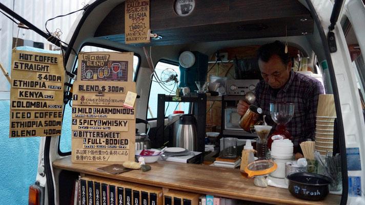 Der Fachmann von Idobata Coffee...