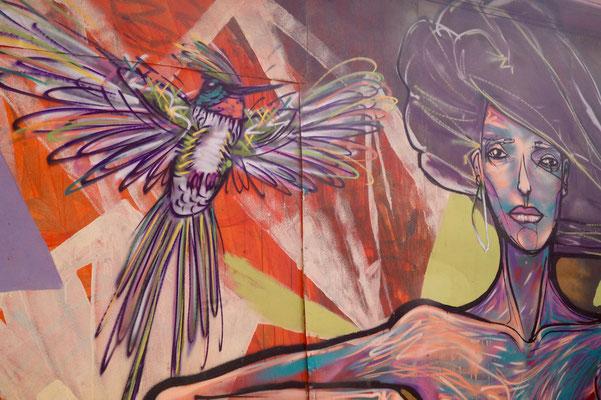 Valparaíso Street Art: Der Kolibri, ich glaube von Charquipunk