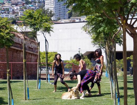 Im Park gibt es ein Zentrum für zeitgenößischen Tanz. Hier wird geübt.