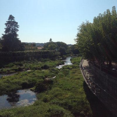 Caldas de Reis schmiegt sich an einen Fluss, wunderschön. Ansonsten eher eine verschlafene Kleinstadt.