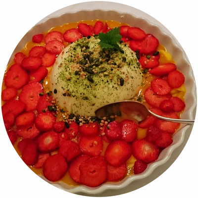 Dessert: Pannacotta mit Erdbeeren