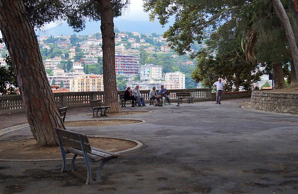 Von La Pigna blickt man über San Remo
