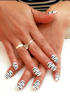 Square Nails mit Animal Print in Zebra Optik