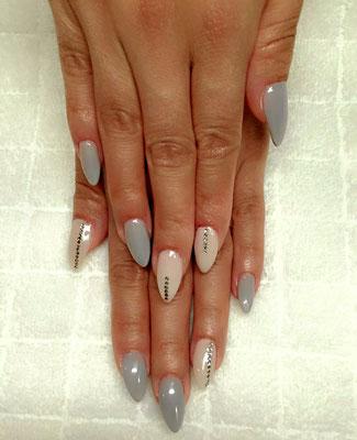 Pastell nude und grau mit Strass, Almond Shape