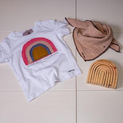 Regenbogen-T-shirt ab 15€, Halstuch aus Musselin ab 15€