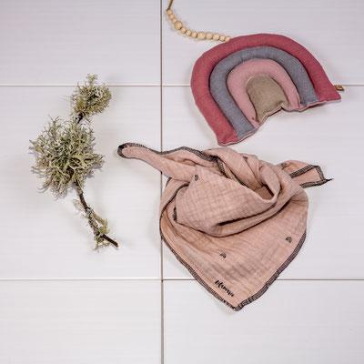 Halstuch aus Musselin 12€, Deko-Regenbogen 15€