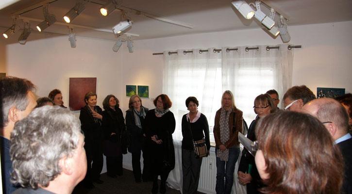 Galerist Dirk Palder bei der kurzen Einführungsrede...