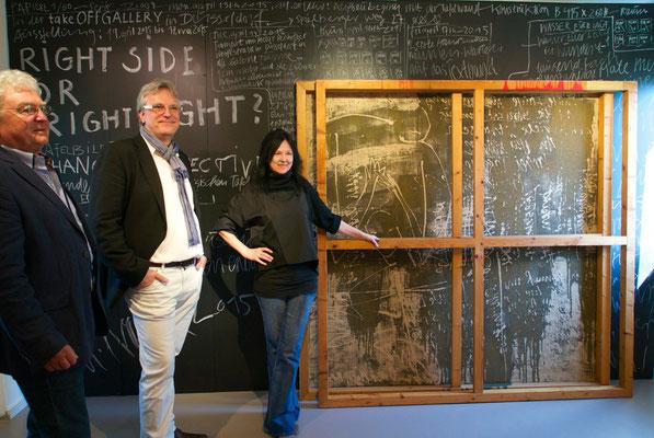 Das Team der tOG (Heinz Kehrer -links- & Dirk Palder) und die Künstlerin C.U. FRANK