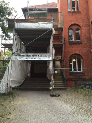 Baufällige Schule in Berlin. Foto: Jan-Martin Wiarda