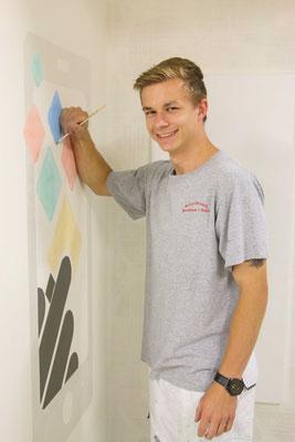 Fingerspitzengefühl beim Malern des Logos