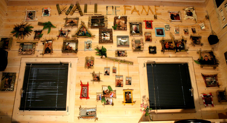 """... und noch mehr Rahmen. """"Wall of Fame""""."""