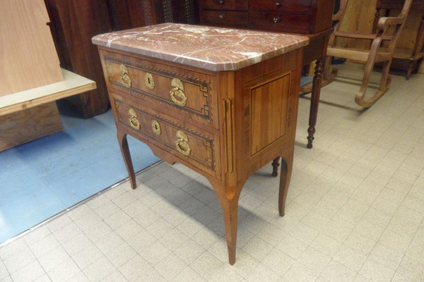 Commode sauteuse. Ebénisterie Philippe