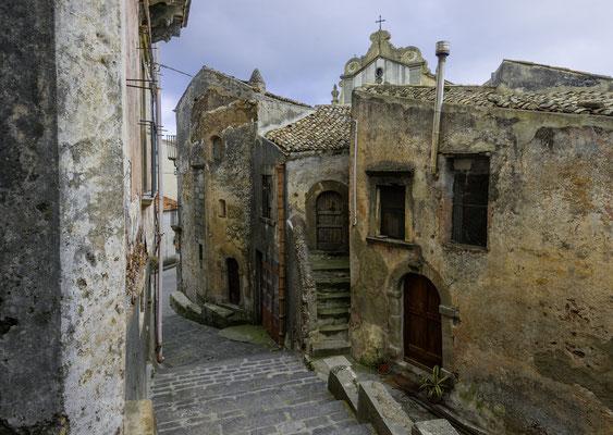 Mittelalterliche Gasse in Forza d' Agró