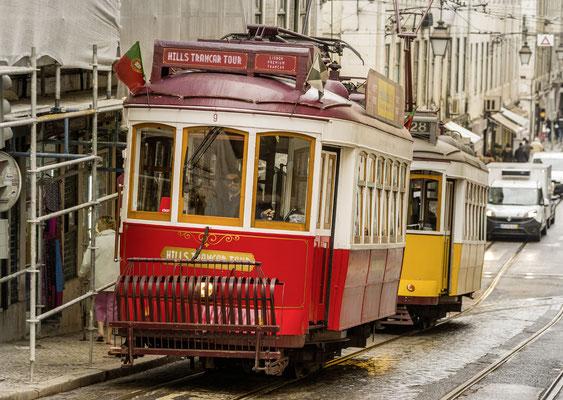 Eléctrico 28 in der Rua de Sao Juliao,