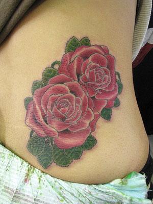 薔薇 洋彫り タトゥー