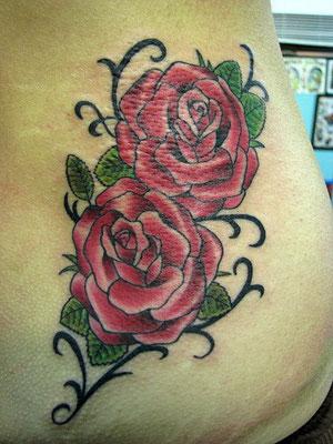 薔薇 タトゥー 洋彫り トライバル