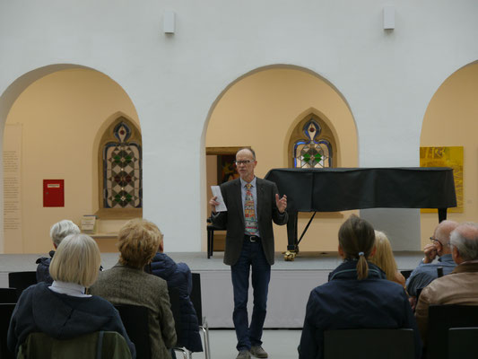 """Andreas Ruess präsentiert die aktuelle Ausstellung in der Städtischen Galerie """"Fähre"""""""