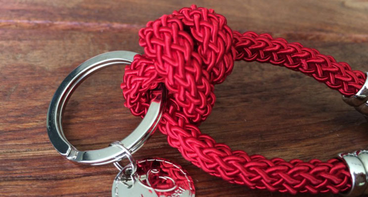 Schlüsselanhänger aus Seide