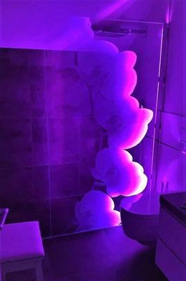 Duschglaswand mit Lasermotiv und LED-Beleuchtung