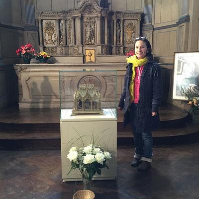 Nolwenn Huet, bénévole à la Maison Martin est photographiée juste avant de partir pour Rome où elle veut rendre grâces pour tous ses enfants