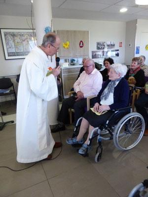et félicitations du P. Guy Lenormand, ancien curé de la paroisse Notre-Dame