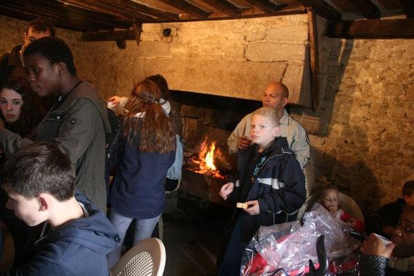 Le feu dans la cheminée, tout comme la collation, furent fort appréciés