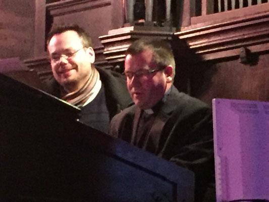 Au petit orgue : P. Stéphane