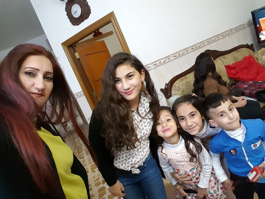 De gauche à droite : Rita, la maman ; Noialie, 12 ans ; Anila, 4 ans ; Natalie,  10 ans et Emmanuel, 4 ans