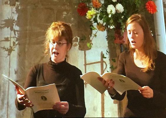 Magnifique concert de clôture avec la scola de l'Orne : on reconnaît ici Anne-Marie Hue-Concé, ainsi que Mathilde Galpin