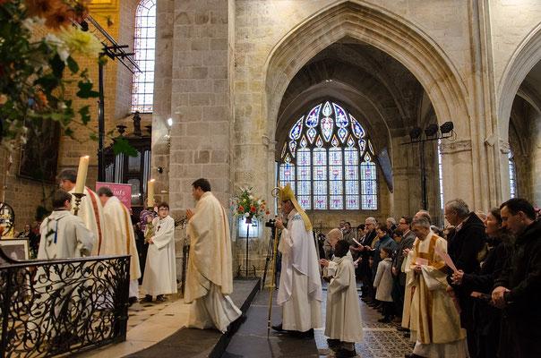 Procession d'entrée de la messe d'ouverture présidée par Mgr Habert