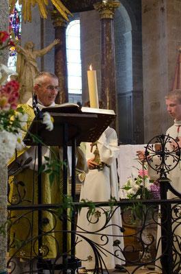 Proclamation de l'évangile par le diacre Guy Fournier