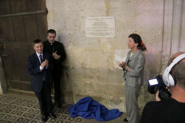 Une plaque a été dévoilée au fond de la basilique