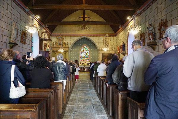 Intérieur de l'église de Semallé dans laquelle a été célébrée la messe