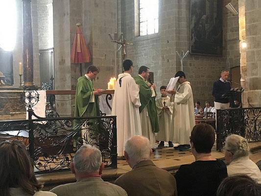 Prière d'introduction au sacrement prononcée par le P. Jean-Marie Simar, recteur du Sanctuaire