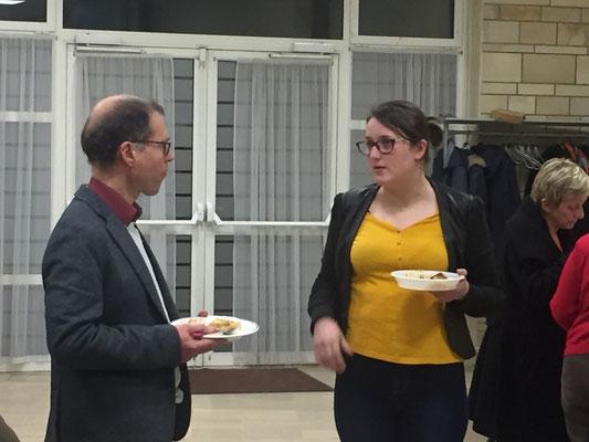 Typhaine Rubin en conversation avec Norbert Laffin, pasteur de l'église évangélique
