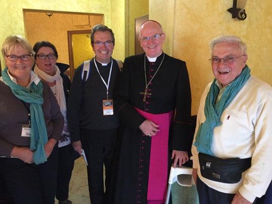Mgr Jean-Paul James, évêque de Nantes, fait partie des quelques évêques français participant au synode sur la famille. Il a été le condisciple et l'ami du P. Loïc au séminaire français de Rome (1984-1985)