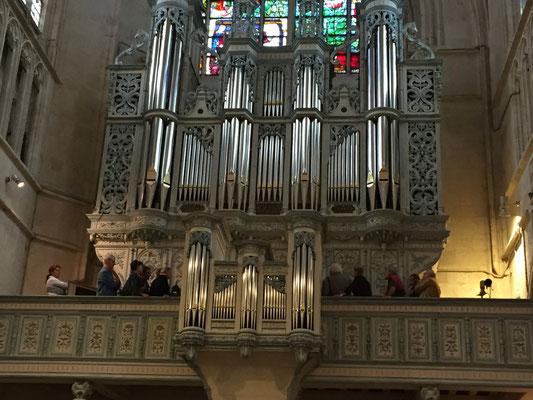 Permission exceptionnelle de monter à la tribune du grand orgue pour regarder (et écouter) jouer l'organiste