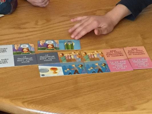 Réflexion sur le déroulement de la messe, grâce à un jeu de dominos